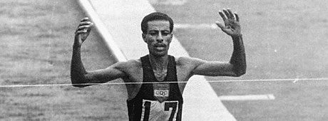 A lenda Abebe Bikila, bicampeão olímpico da maratona e recordista mundial